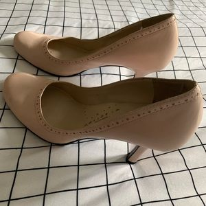 Kenneth Cole Reaction Closed Toe Heels size 8